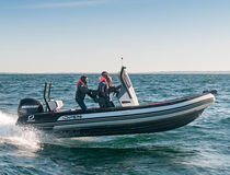 Outboard inflatable boat / RIB / center console