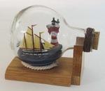 Hajó és világítótorony üvegben