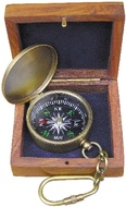 Kompasz kulcstartó fadobozban