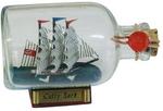 Hajó üvegben, fa talpon
